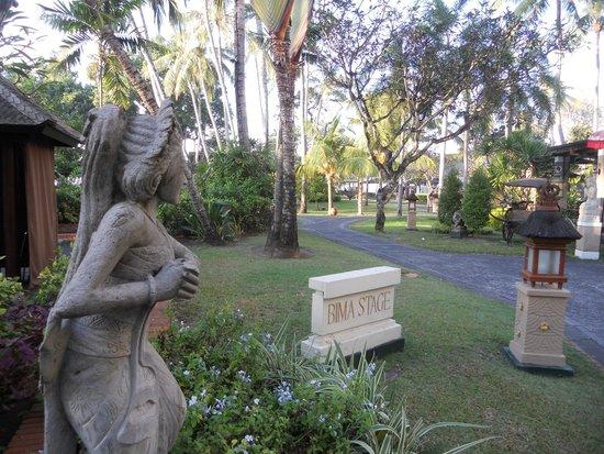 Prama Sanur Beach Bali : dettaglio del giardino