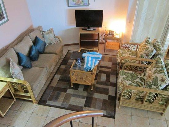 Xanadu Island Resort : TV, couches, beach towels
