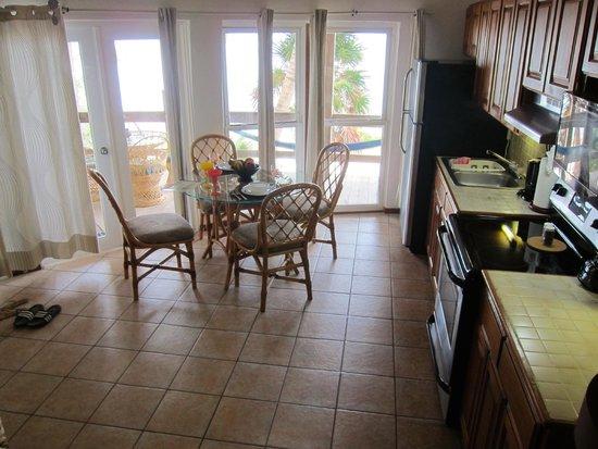 Xanadu Island Resort : Full kitchen