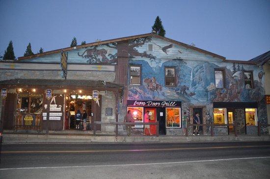 Iron Door Saloon and Grill: Exterieur du saloon