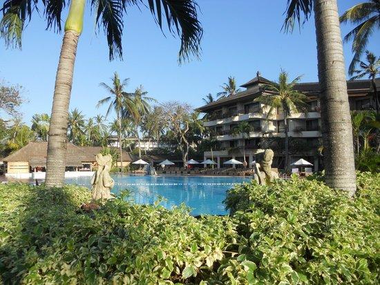 Prama Sanur Beach Bali: vista piscina grande!