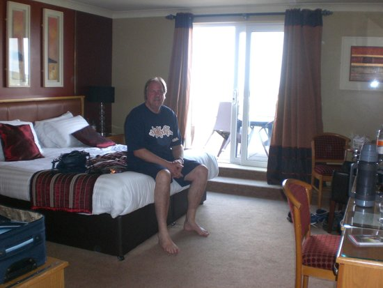 Ballyliffin Lodge & Spa Hotel: Inside of room leading to balcony