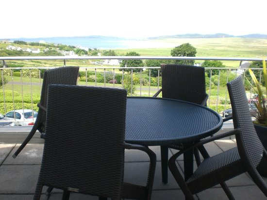 Ballyliffin Lodge & Spa Hotel: Table & chairs on balcony