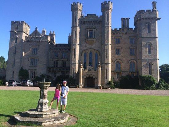 Duns Castle: Our kids were overwhelmed!