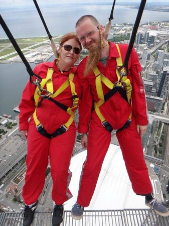 Edge Walk at the CN Tower : On top of the CN Tower