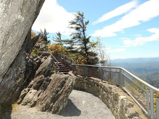 The Blowing Rock: path under rocks