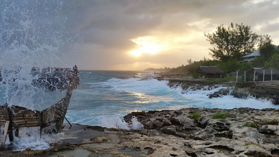 Westender Inn: Sunset, Waves and Blowhole