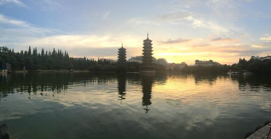 Guilin Two Rivers and Four Lakes Resort: Панорамка на закате