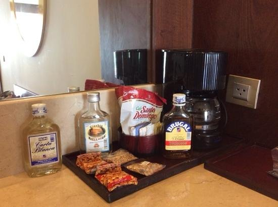 Premium Level at Barcelo Bavaro Palace : Bebidas disponibles minibar
