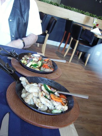 BEST WESTERN Zaan Inn: The flaming chicken and beef meal