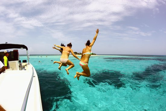 Bay Islands Adventures : Jumping off the Bay Islands Adventure Boat at Pigeon Cay