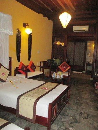 Vinh Hung Heritage Hotel: Chambre vaste avec bureau, salon