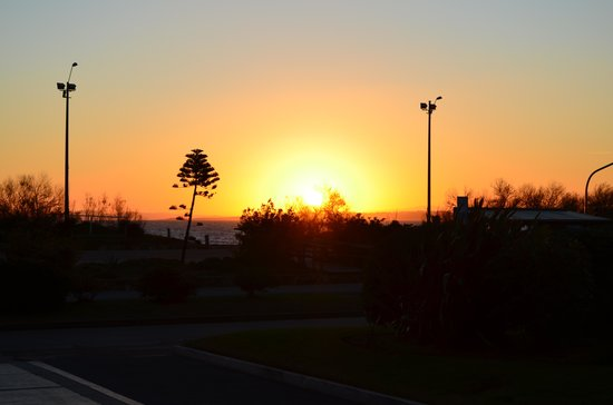 Uy Sunset Beach Hotel: Por do sol na frente do hotel