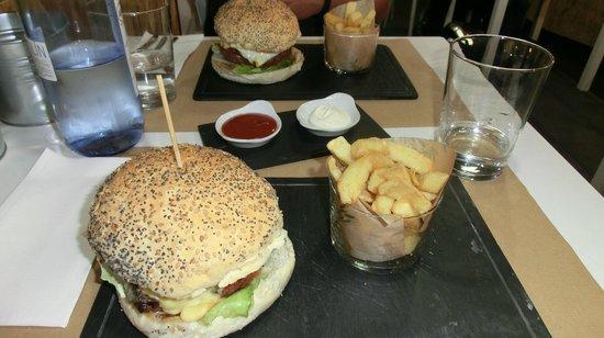 Anauco: Best Burger EVER!