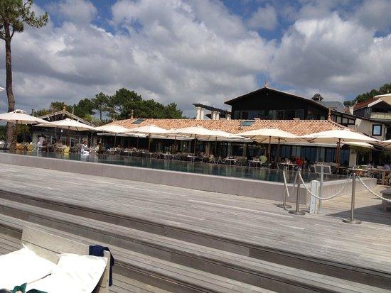 La Co(o)rniche : around the pool