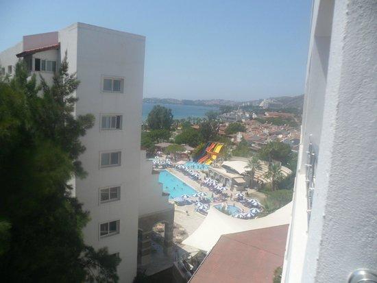 Batihan Beach Resort & Spa: VUE DE LA CHAMBRE