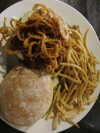 Craggy Range Bar & Grill : Blue Onion BBQ Burger
