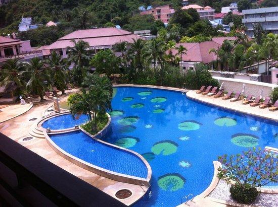 Alpina Phuket Nalina Resort & Spa : the pool