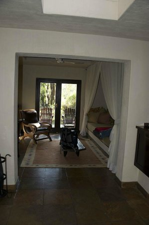 Sabi Sabi Bush Lodge : the doorway and relaxing area of our room