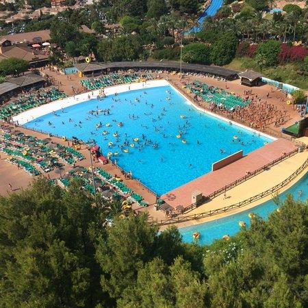 Aqualandia: Огромный бассейн
