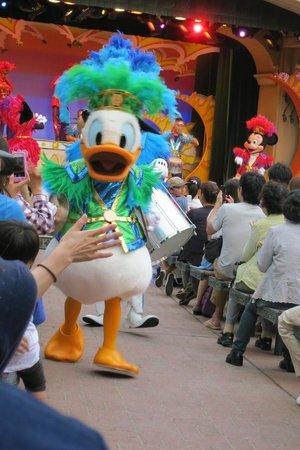Tokyo Disneyland : 唐老鴨衝向觀眾