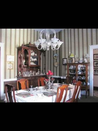 The Samuel Culbertson Mansion Bed and Breakfast Inn: Breakfast room
