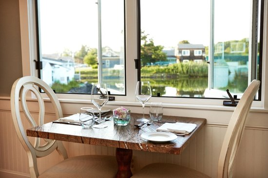 The Edgewater Inn: Dining table
