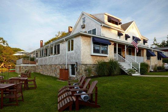The Edgewater Inn: Outdoor Hotel