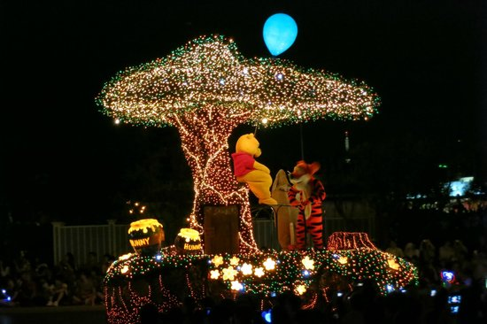 Tokyo Disneyland : 維尼也變成夜晚的花車囉