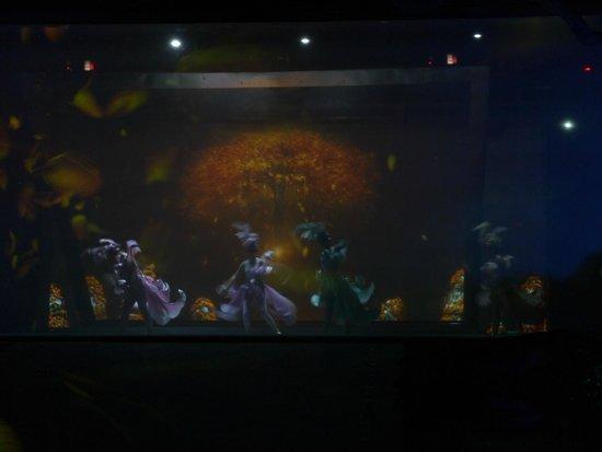 Elephant Trunk Hill (Xiangbishan) : Театральное 3D световое шоу в парке около слон-горы