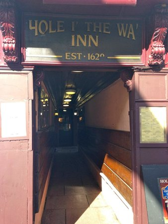 Hole I The Wa Inn