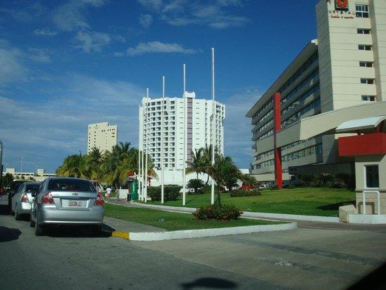 Krystal Grand Punta Cancun: Hotel