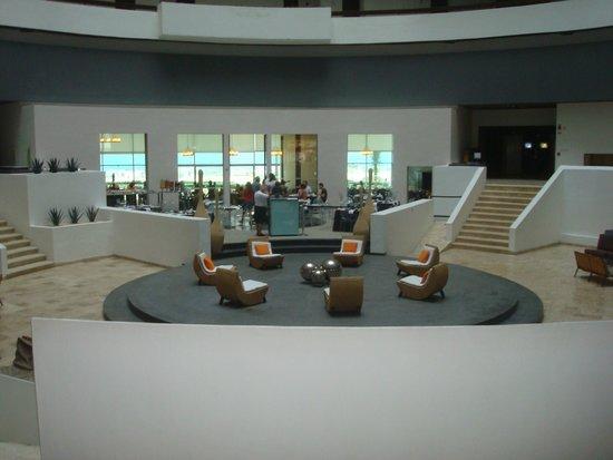 Krystal Grand Punta Cancun: hotel por dentro