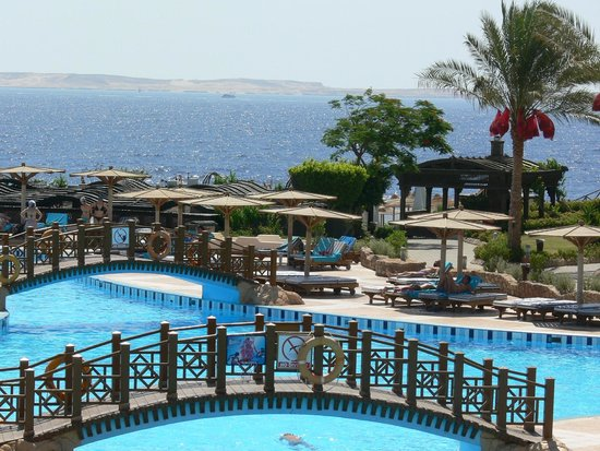 Sea Club Resort - Sharm el Sheikh: The lovely view of the hotel's pool with the ocean view