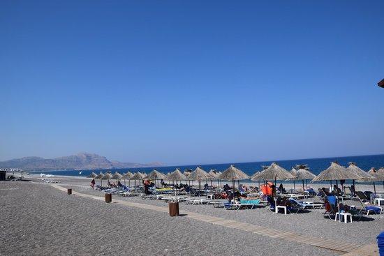 Atrium Palace Thalasso Spa Resort & Villas: spiaggia dell'albergo