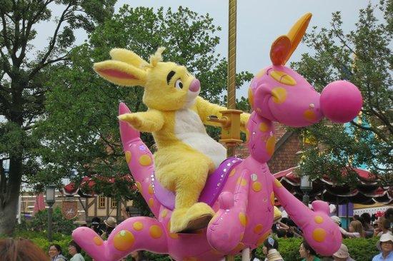 Tokyo Disneyland : 可愛的兔子!