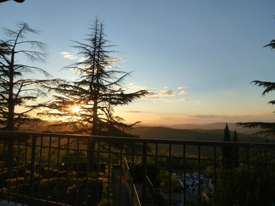 Villa Sant'Uberto Country Inn : Beautiful sunset view from terrasse