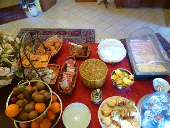 Villa Sant'Uberto Country Inn: Breakfast