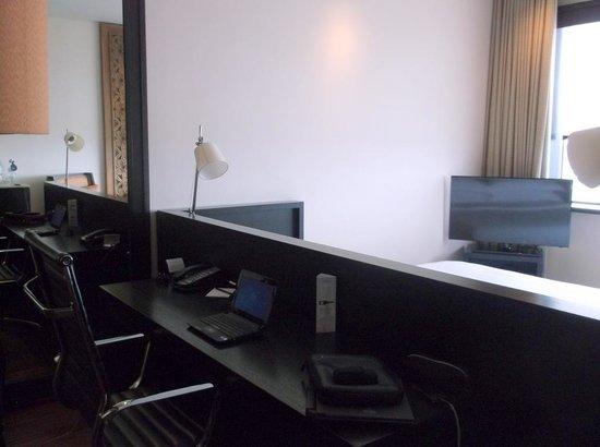 Millennium Hilton Bangkok: room3