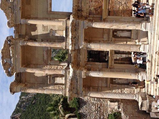 Ephesus Tours : Library