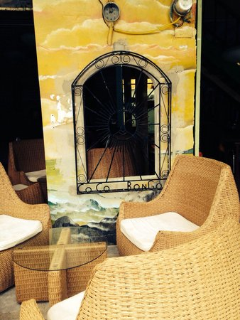 Coco Bongo: Outside relaxing dinning