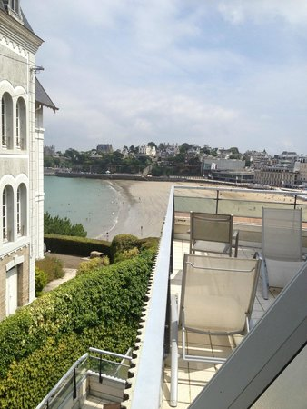 Le Crystal: de la terrasse vue sur plage