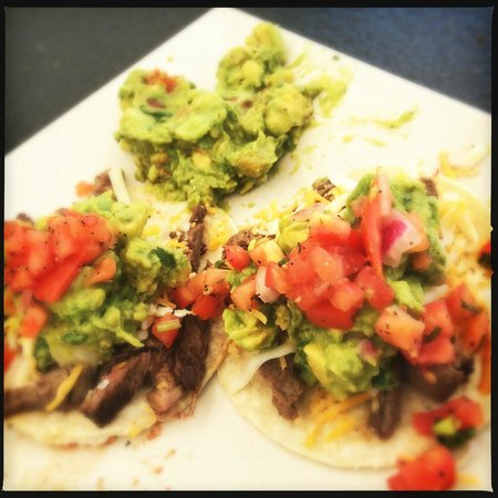 Loews Coronado Bay Resort: Fresh tacos mad pool side Friday, Saturday & Sunday