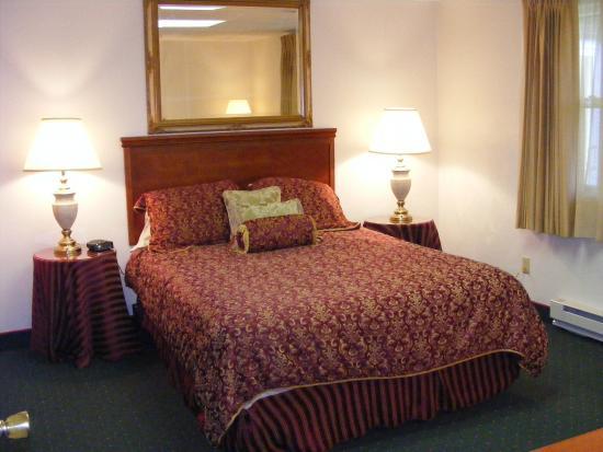 Hallstead, بنسيلفانيا: Colonial Brick Inn & Suites
