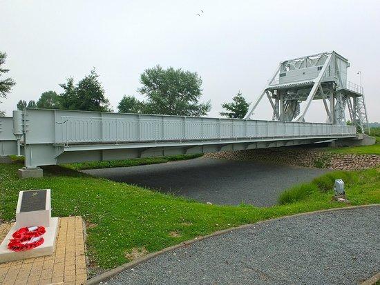 Pegasus Memorial (Memorial Pegasus): Pegasus bridge