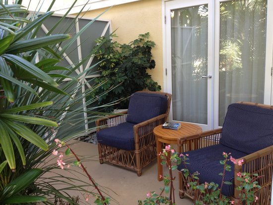 Pavilion Hotel : The semi private patios