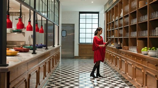 Four Seasons Hotel Buenos Aires: hostess in action @ Elena