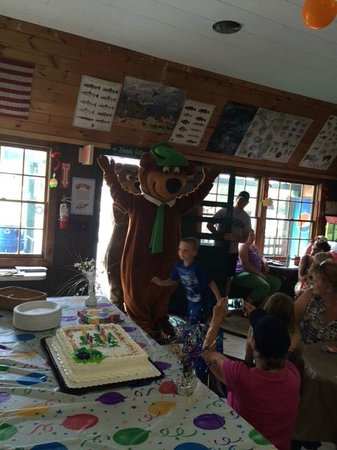 Yogi Bear's Jellystone Park at Yonder Hill : Yogi joining in on the fun