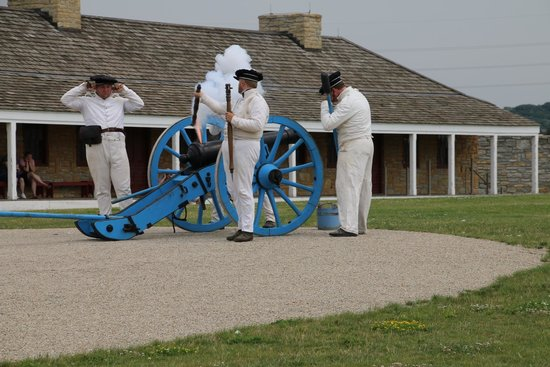 Historic Fort Snelling: Cannon firing