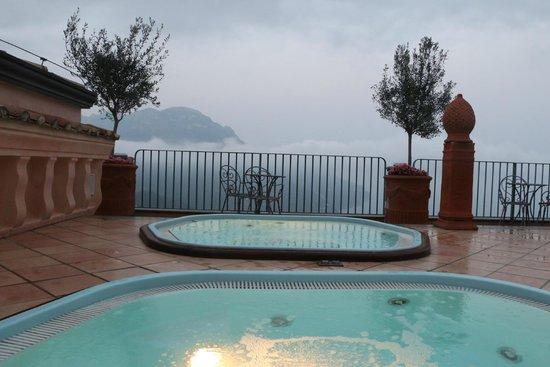 Palazzo Avino: Hot tubs on roof of hotel